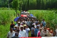 Amatlán de los Reyes, Ver., 22 de julio de 2013.- Al derredor de 500 personas realizaron una marcha desde la costa en Veracruz hasta el nacimiento del río Atoyac, en este municipio para una declaratoria de que el agua del río Atoyac no sea tocada, contaminada ni afectados sus humedales. Foto: Benito Juárez Ramírez